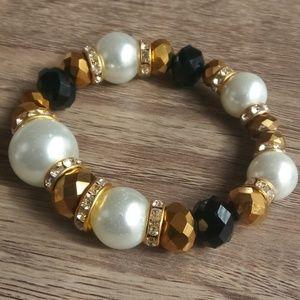 Jewelry - Pearl, Gold & Black Beaded Bracelet